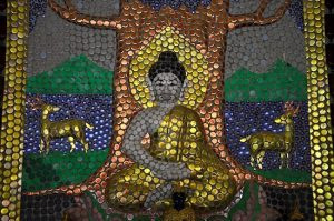 En el templo del millón de botellas hasta los mosaicos están hechos con chapas de cervezas