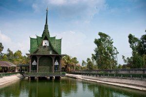 Templo el millón de cervezas en Tailandia